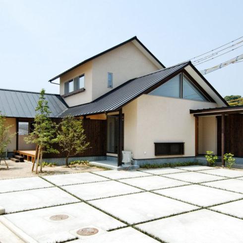 シンプルにモダンさを追求した新和風の家。